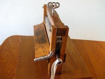 Vintage Lovell Hand Crank Clothes Wringer No 32